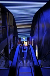 Emotional scene setting with LED lighting attracts customers to Esprit...