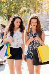 The smartphone is always at hand: Teenagers during a shopping trip....