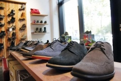 Europes first chain of vegan shoe stores opens EU-wide online shop...