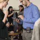 Thumbnail-Photo: The sales personnel in the store gets a mobile upgrade...