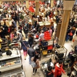 Thumbnail-Photo: One third of Americans shopped on Thanksgiving Day this year...