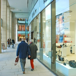 Thumbnail-Photo: UK retail parks will grow faster than high streets to 2022...