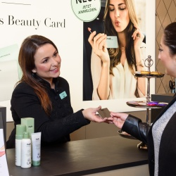 Thumbnail-Photo: Douglas: A more personal sales approach with the new Beauty Card...