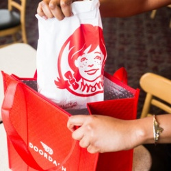 Thumbnail-Photo: Wendy's rolls out door-to-door delivery service powered by DoorDash...