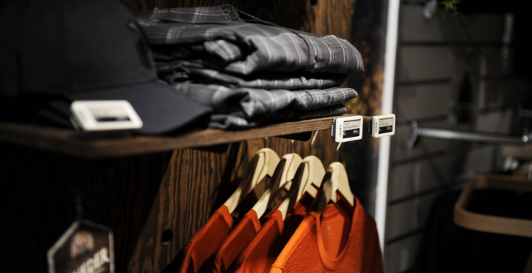 Photo: Electronic shelf labels in clothing store; copyright: Delfi Technologies...