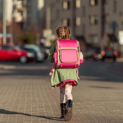 Thumbnail-Photo: Back-to-school shoppers ready to fill their backpacks...
