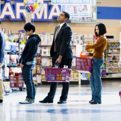 Thumbnail: Photo: Waiting in checkout lines