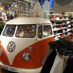 Thumbnail-Photo: What shop design can look like: Pull & Bear in Ourense, Spain...