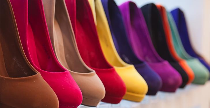 A rack of colorful women's shoes; copyright: Bildagentur...