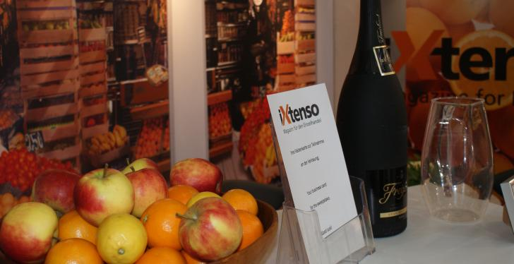 iXtenso stand with fruit and sparkling wine