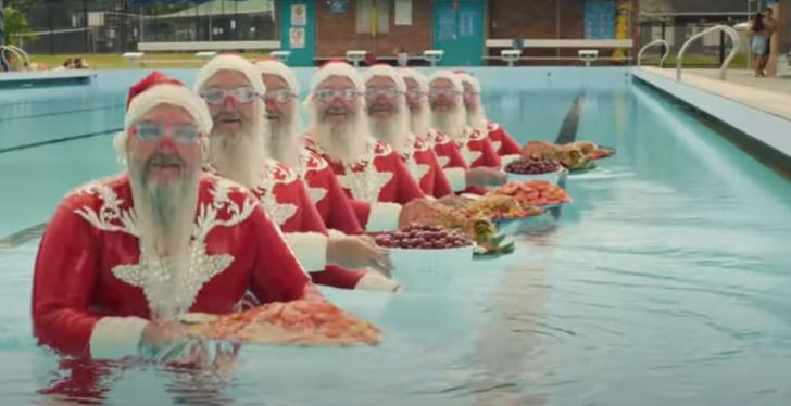 Eight Santa Clauses in a swimming pool; copyright: Aldi; Source: YouTube...