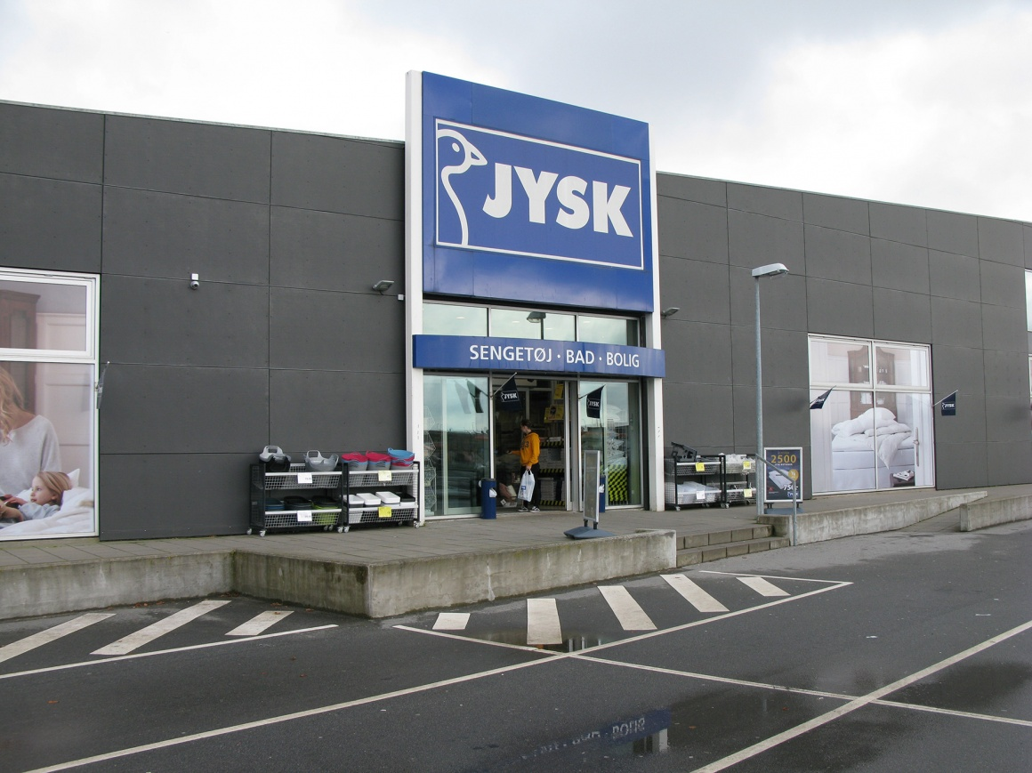 Photo: Entrance of a branch of JYSK Nordic; copyright: Ergonomic Solutions...