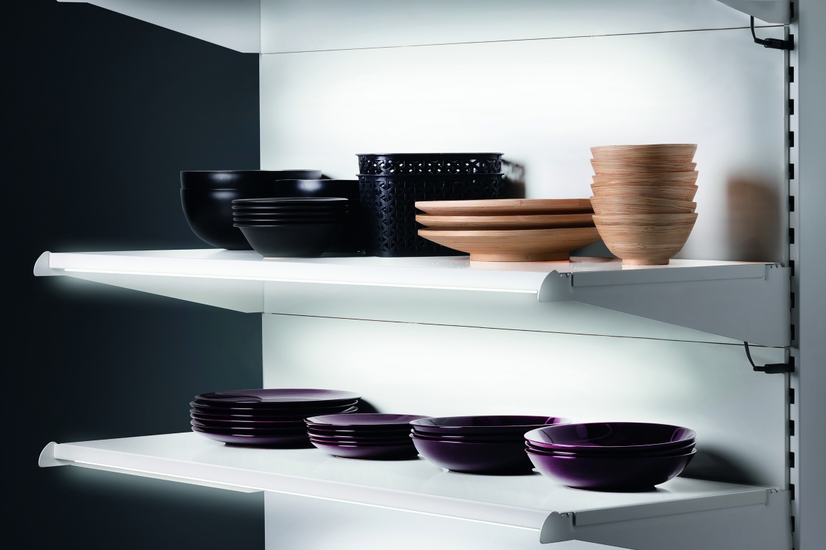 Shelf with plates made out of different materials