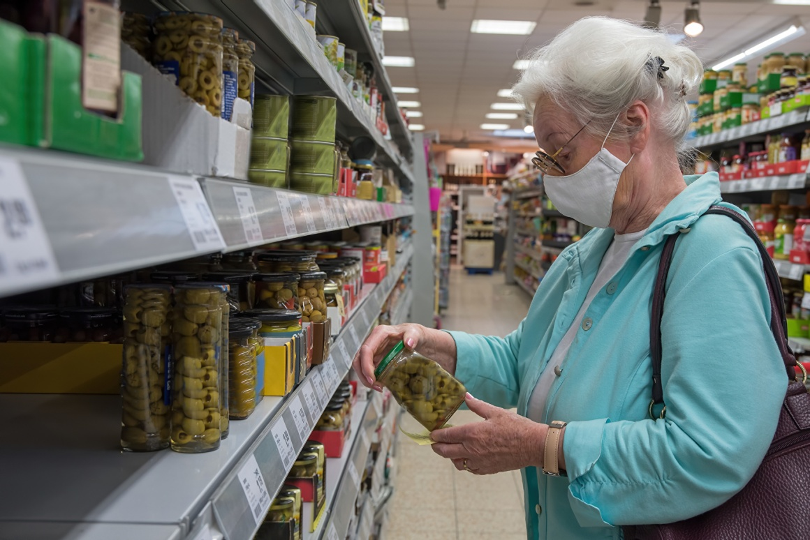 Oler lady with face mask in a supermarket